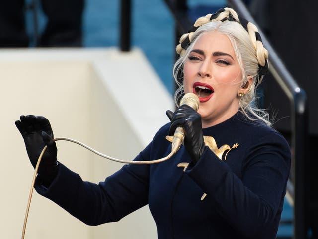 <p>La cantante estadounidense Lady Gaga canta el himno nacional de los Estados Unidos durante la 59a inauguración presidencial el 20 de enero de 2021 en el Capitolio de los Estados Unidos en Washington, DC. </p>