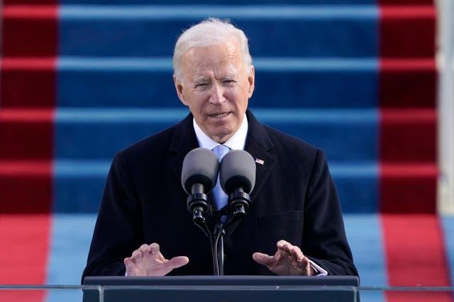 """<p>&nbsp;En esta fotografía de archivo del miércoles 20 de enero de 2021, el presidente Joe Biden habla durante la 59a toma de posesión presidencial en el Capitolio de Estados Unidos en Washington. La administración de Biden está tomando medidas rápidas para mantener a Estados Unidos en la Organización Mundial de la Salud, parte de su ambición de lanzar un esfuerzo a todo trapo para combatir la pandemia de COVID-19. Apenas unas horas antes de la inauguración del miércoles, el equipo de transición de Biden-Harris anunció sus planes de """"tomar medidas"""" para detener una retirada de Estados Unidos iniciada bajo Trump y trabajar con socios para reformar la OMS y apoyar su respuesta al brote de coronavirus.&nbsp;</p>"""