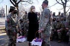 Jill Biden visita a tropas en el Capitolio; les lleva galletas