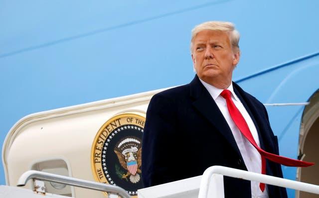 <p>El presidente de Estados Unidos, Donald Trump, aborda el Air Force One en el Aeropuerto Internacional Valley después de visitar el muro fronterizo entre Estados Unidos y México, en Harlingen, Texas, Estados Unidos, el 12 de enero de 2021. </p>