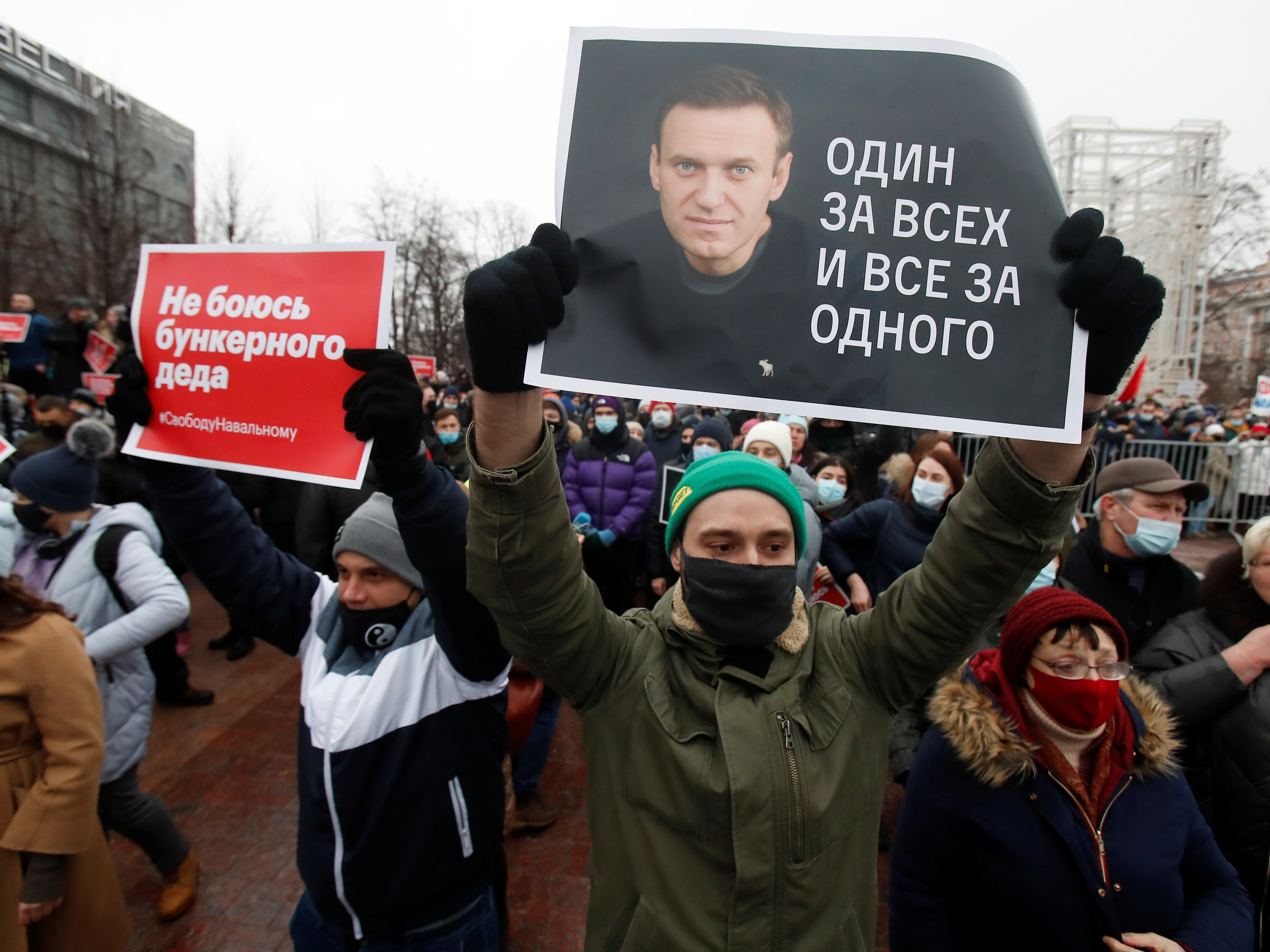 Alexi Navalny supporters detained as thousands take part in protests across Russia