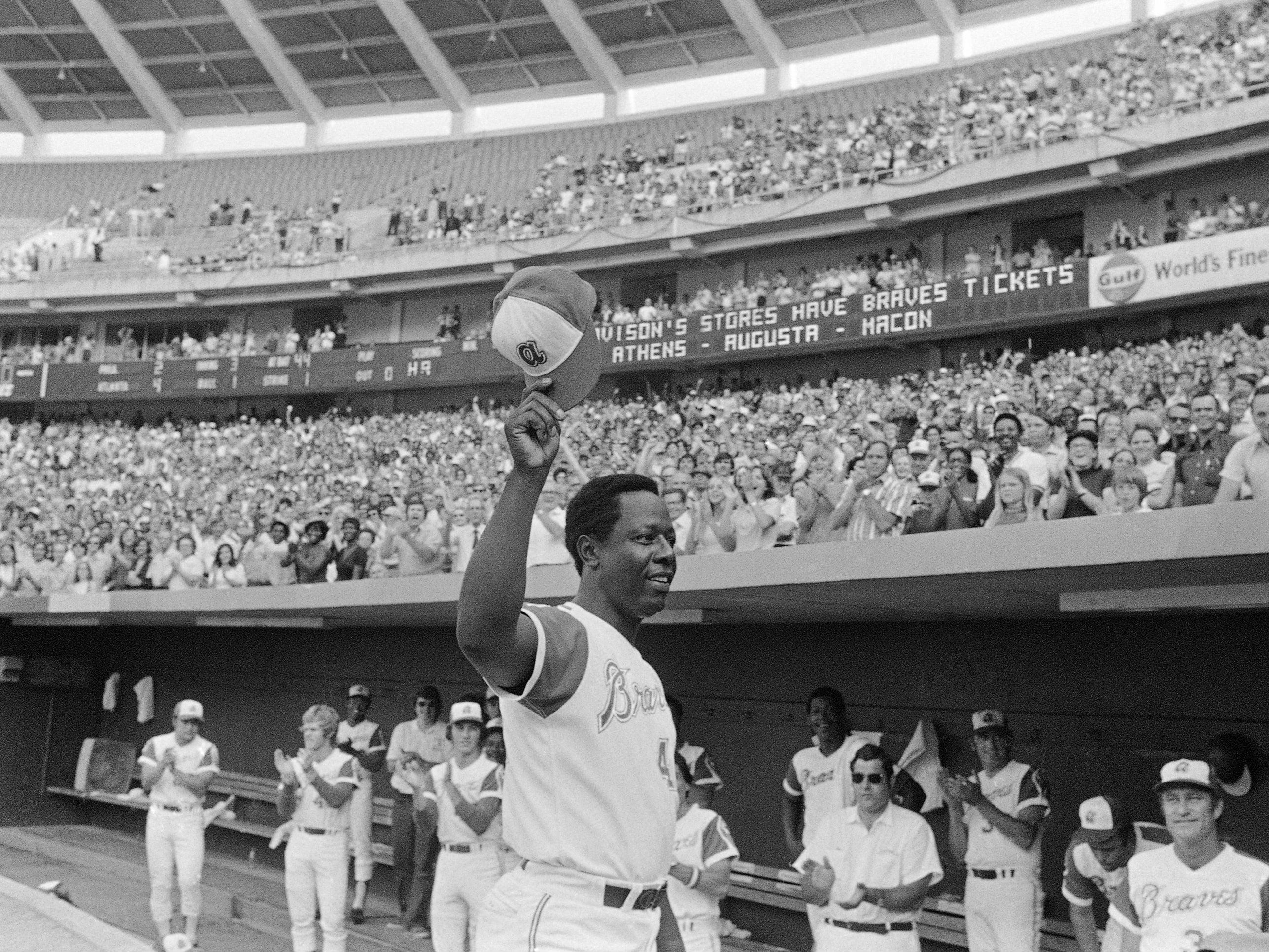 Obama leads tributes to legendary Black baseball player Hank Aaron