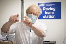 Boris Johnson dice que algunas restricciones podrían relajarse a mediados de febrero