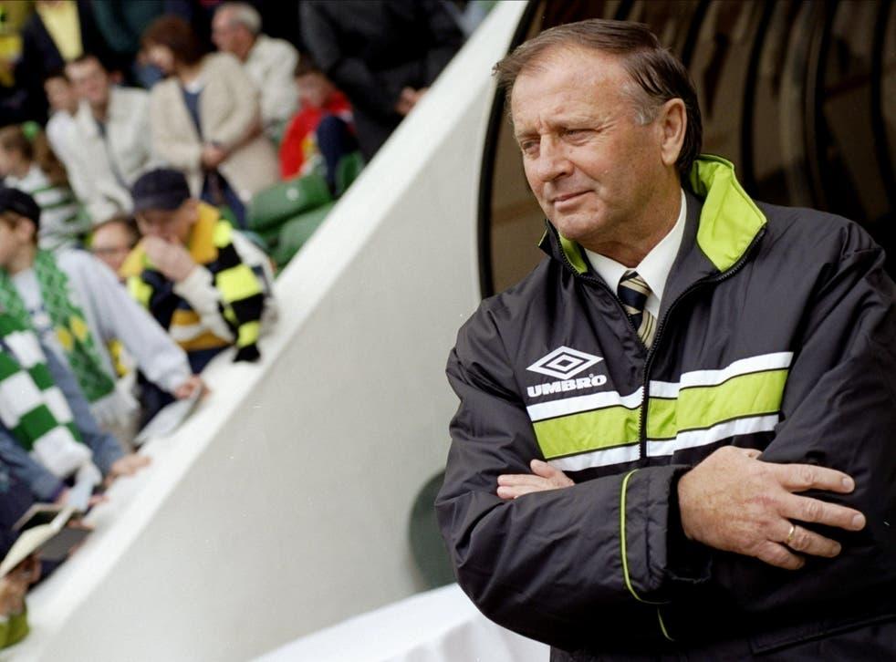 <p>Dr Jozef Venglos manages Celtic in 1998</p>