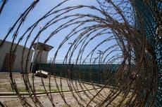 """Pentágono detiene plan """"absurdo"""" para dar vacunas contra el COVID-19 a prisioneros de Guantánamo"""