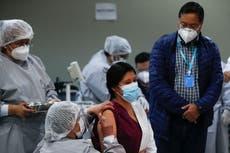 Bolivia inicia clases presenciales y a distancia en pandemia