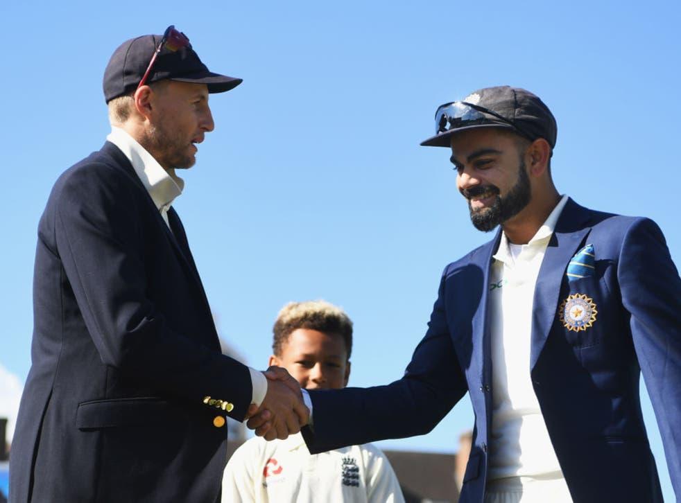 <p>Joe Root and Virat Kohli shake hands in 2018</p>