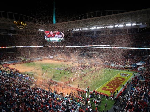 Los jugadores de Kansas City Chiefs celebran ganar el Super Bowl 54
