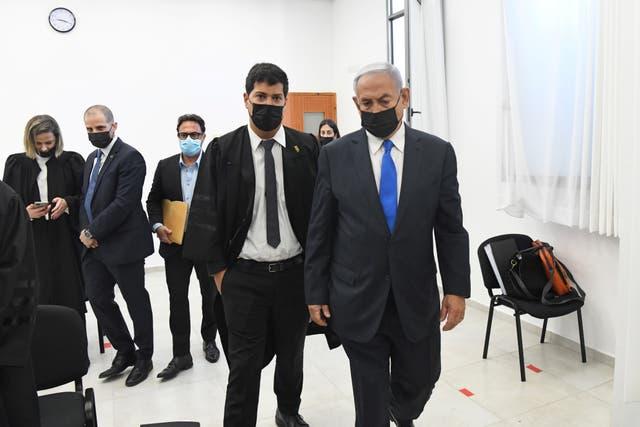 <p>El primer ministro israelí, Benjamin Netanyahu, se declaró inocente de los cargos de corrupción cuando su juicio se reanudó el lunes en un tribunal de Jerusalén</p>