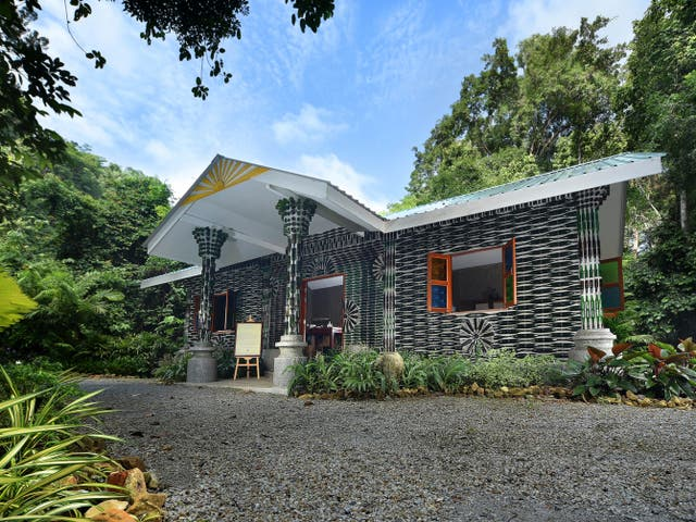 <p>The Datai Langkawi gets artistic with rubbish</p>