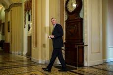 Seis republicanos votan para continuar con el juicio político de Donald Trump en el Senado