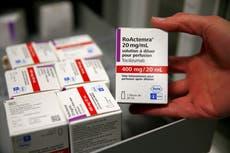 Medicamento para la artritis reduce las muertes por COVID-19, descubren científicos