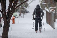 Tormenta invernal deja sin energía eléctrica a miles de personas en la costa oeste de Estados Unidos