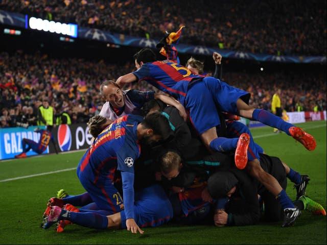 <p>Sergio Roberto de Barcelona es felicitado por anotar el sexto gol durante la ronda de la Liga de Campeones de la UEFA el segundo partido de 16 entre el FC Barcelona y el Paris Saint-Germain en el Camp Nou el 8 de marzo de 2017 en Barcelona, España. </p>