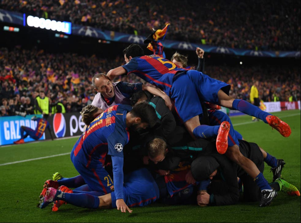 Barcelona celebrate Sergi Roberto's decisive goal