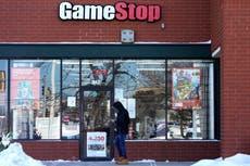 ¿Por qué la está comprando, otra vez, acciones de GameStop? Explicación del aumento del precio de las acciones de GME
