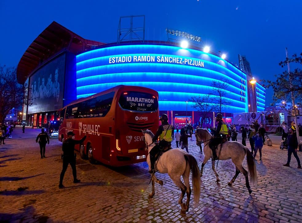 Sevilla bus arrives at the stadium
