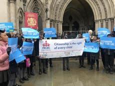 Tarifas de casi mil 400 dólares para la ciudadanía infantil en Reino Unido son ilegales, dictamina corte de apelaciones