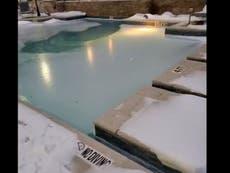 Fotos surrealistas del clima bajo cero de Texas: una pecera congelada y carámbanos en un ventilador de techo