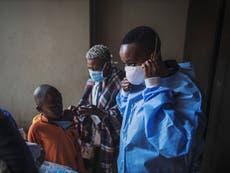 Reino Unido compartirá vacunas con países en desarrollo, anuncia Boris Johnson a líderes del G7