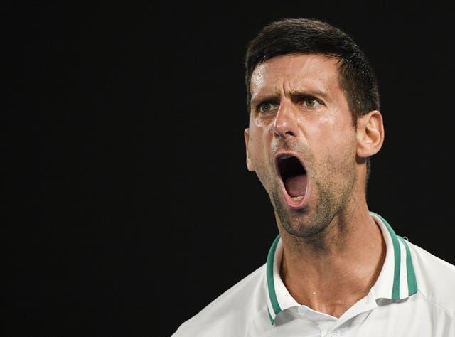 <p>Novak Djokovic tras ganar el segundo set del partido contra Aslan Karatsev en las semifinales del Abierto de Australia, el jueves 18 de febrero de 2021. </p>