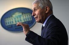 Los estadounidenses podrían seguir usando cubrebocas en 2022, advierte Fauci