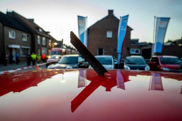 <p> El vuelo 5504 de Longtail Aviation llenó la ciudad holandesa de Meerssen con pequeñas piezas de metal que cayeron del cielo  </p>