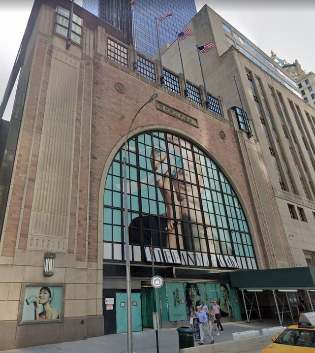 Tiffany's temporary store next to its flagship. The building formerly housed Nike, and will be empty after Tiffany's moves out.