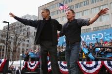 Barack Obama habla sobre la ausencia de su padre en el tráiler de un nuevo podcast con Bruce Springsteen