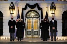 """""""Tenemos que resistirnos a volvernos insensibles al dolor"""": Biden lidera el homenaje a las víctimas del COVID-19"""