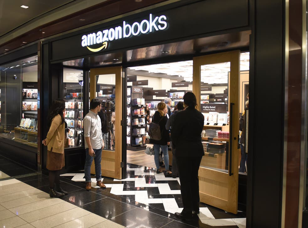 <p>Customers arrive at Amazon Books in Manhattan's Time Warner Center on May 25, 2017 as the online retailing giant Amazon.com Inc. opens its first New York City bookstore.</p>