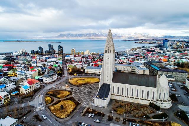 <p> Partes de Islandia fueron sacudidas por un terremoto de magnitud 5.6 el miércoles  </p>