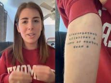 """Mujer, apenada, revela su tatuaje """"más tonto"""" en el que llama a no usar cubrebocas"""