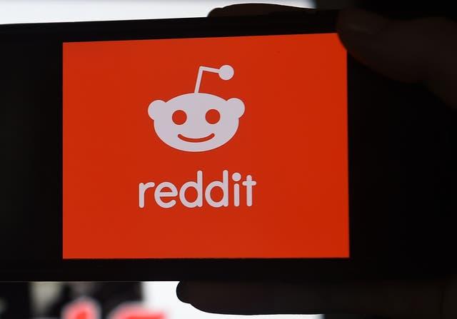 """<p>Un administrador de Reddit explicó más tarde que la persona había sido empleada por la empresa de redes sociales como administrador, y que la eliminación del artículo se debió a un """"proceso estándar para proteger al empleado de dicho acoso"""".</p>"""