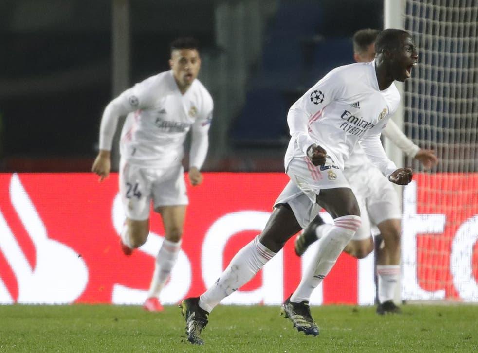 <p>Ferland Mendy del Real Madrid celebra tras anotar el gol para la victoria 1-0 ante el Atalanta por los octavos de final de la Liga de Campeones, el miércoles 24 de febrero de 2021. </p>