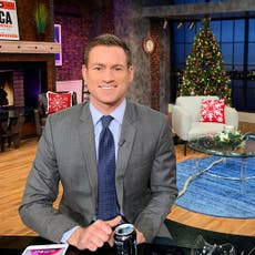 Suspenden a presentador de Fox luego de mostrar su rechazo a que obesos reciban vacuna contra COVID