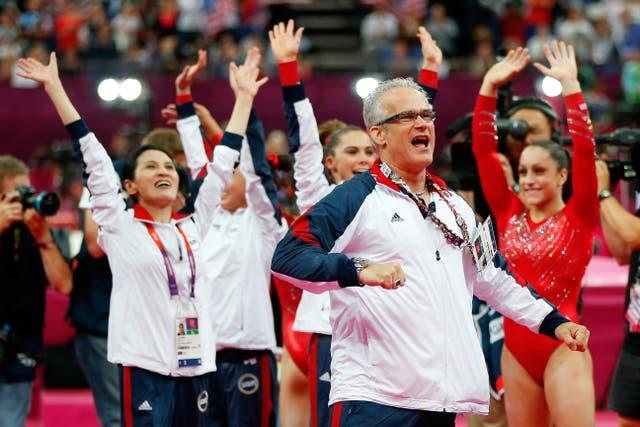 <p>John Geddert, entrenador en jefe del equipo de gimnasia olímpica femenina de 2012, en el que Nassar era médico del equipo, agredió sexualmente a una adolescente. </p>