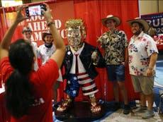 La estatua dorada de Donald Trump de la que todos hablan en el CPAC fue hecha en México