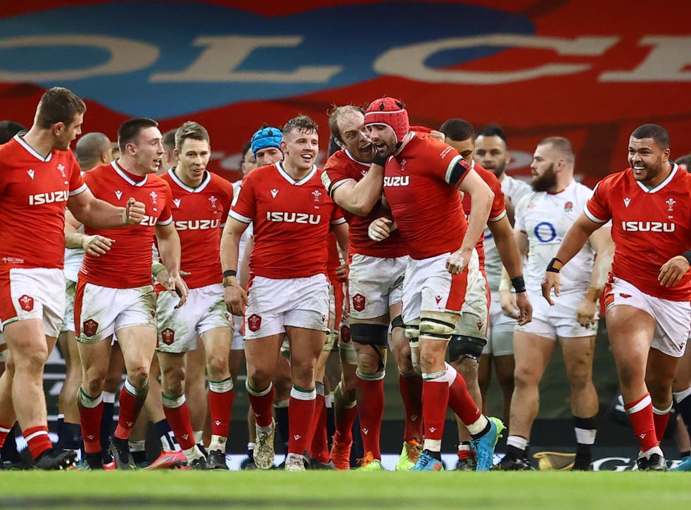 <p>Wales' players celebrate victory</p>