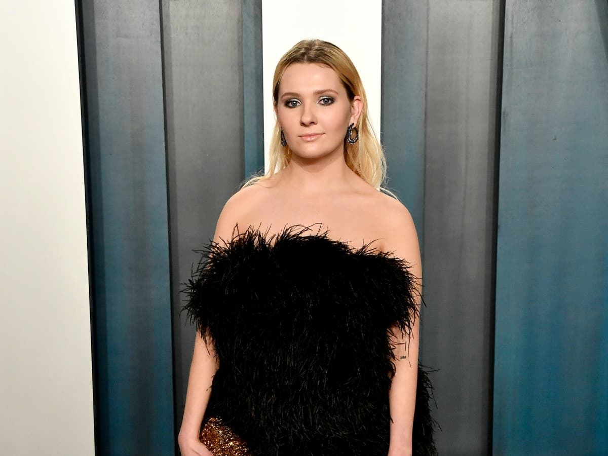 Abigail Breslin 'in shock and devastation' after father dies from coronavirus - The Independent