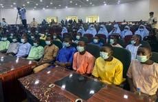 Estudiantes secuestrados de una escuela en Nigeria hace 2 semanas ya fueron liberados