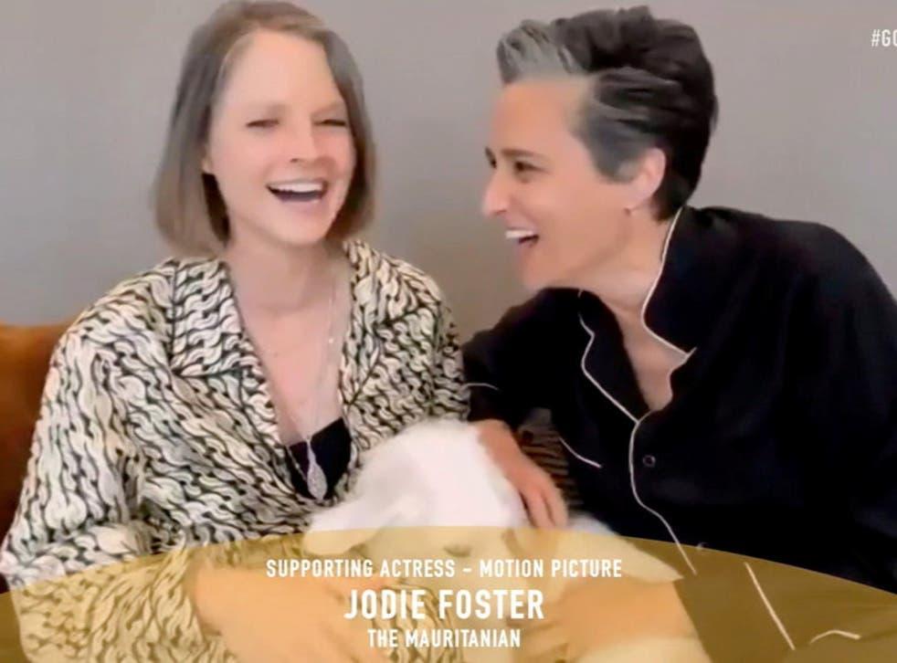 <p>Jodie Foster winning her award</p>