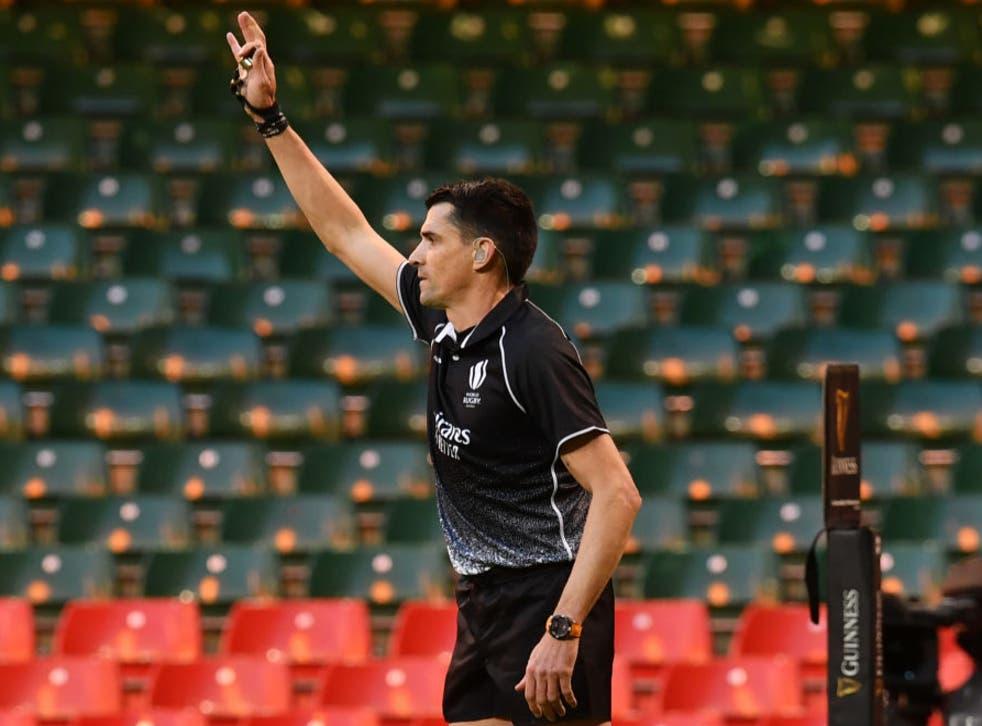 Referee Pascal Gauzere