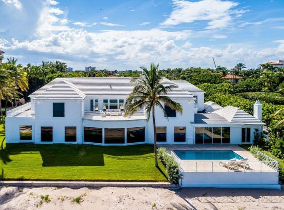 """El """"Beachouse"""" de la familia Trump cerca de Mar-a-Lago se ha puesto a la venta por 49 millones de dólares."""