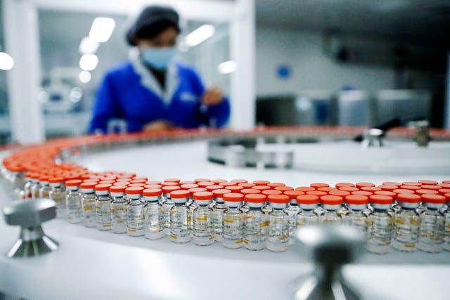 <p>China produce y exporta las vacunas Sinovac y Sinopharm a través de las farmacéuticas estatales</p>