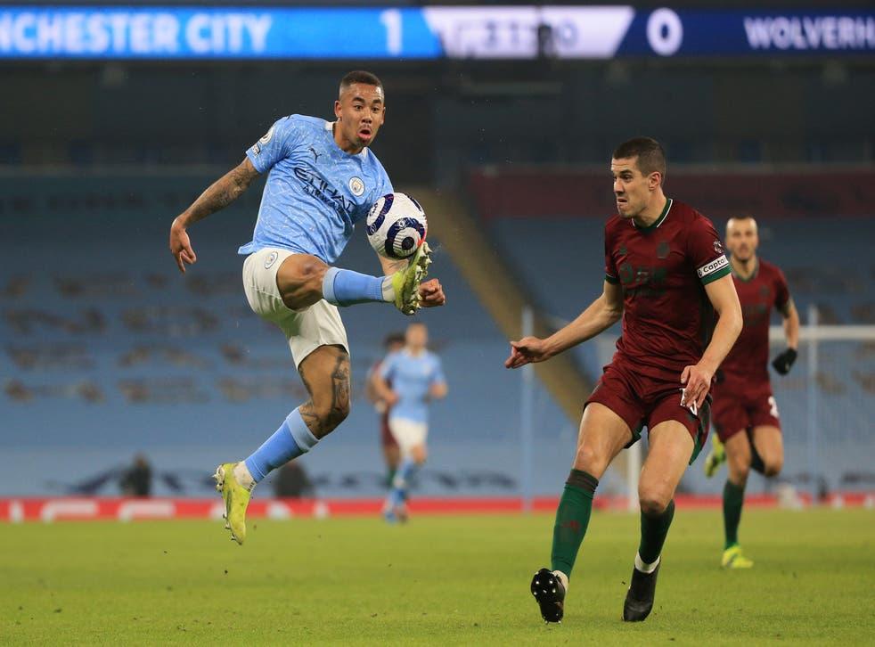 Gabriel Jesus controls the ball under pressure