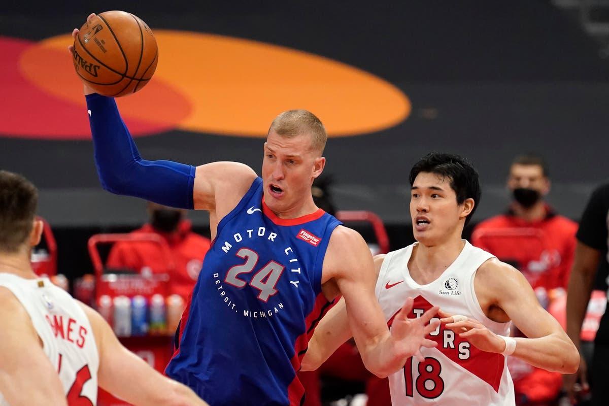 Ellington, backups help Pistons beat depleted Raptors
