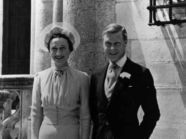 <p>3 de junio de 1937: Duque de Windsor (1894 - 1972) Wallis Simpson (1896 - 1986) el día de su boda en Chateau de Conde, Monts, cerca de Tours, Francia. </p>
