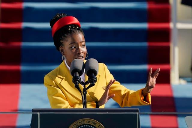 <p>WASHINGTON, DC - 20 DE ENERO: La poeta estadounidense Amanda Gorman lee un poema durante la 59a ceremonia inaugural en el frente oeste del Capitolio de los Estados Unidos el 20 de enero de 2021 en Washington, DC. Durante la ceremonia de inauguración de hoy, Joe Biden se convierte en el 46º presidente de los Estados Unidos. </p>