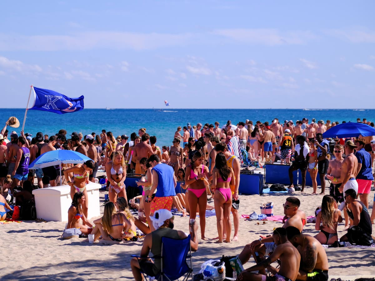 Florida beach hotspot bans spring breakers as Florida prepares for influx amid pandemic - independent